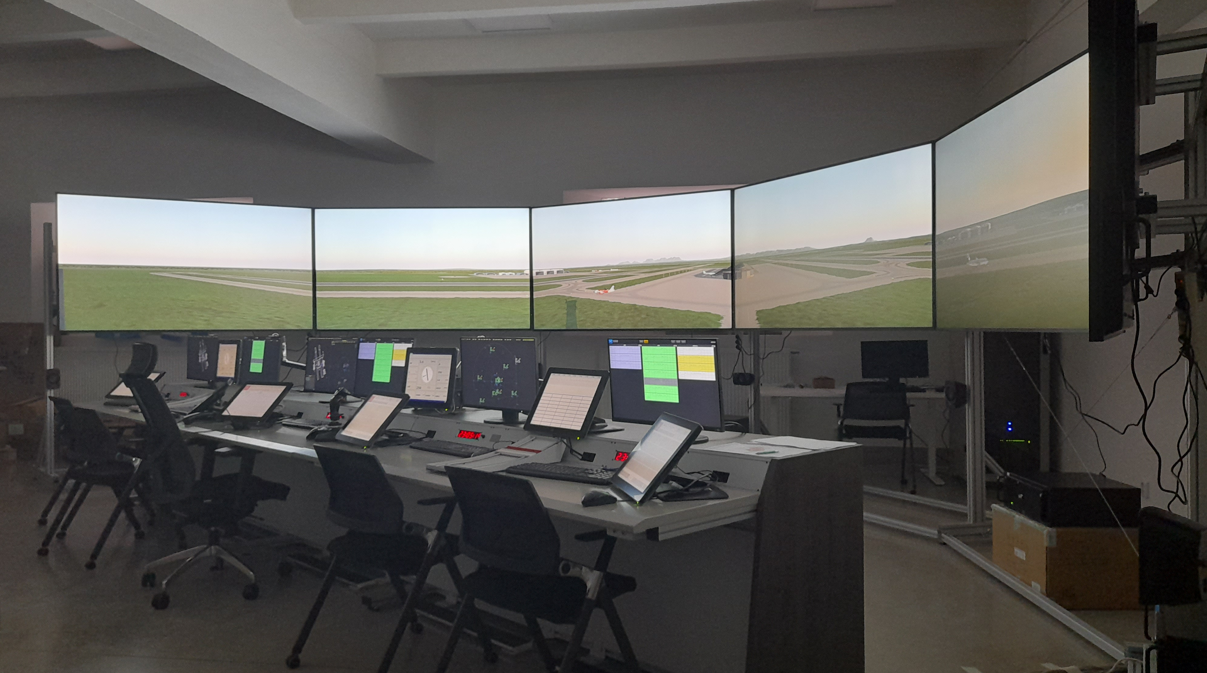 tower-6-screens-console-chair-operating-skyradar